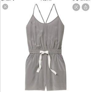 Wilfred Peri Romper/jumpsuit 100% silk XS in gray